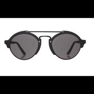 Illesteva Milan II sunglasses in matte black